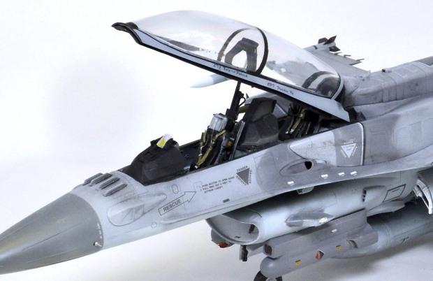 AFVクラブ=アカデミー? F-16D ブロック52+ シンガポール空軍 (おかやまん)の画像