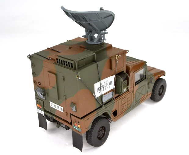 陸上自衛隊高機動車(派生型)衛星単一通信可搬局装置 (松村 勲)